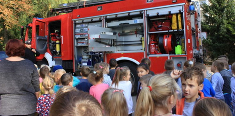 [ZDJĘCIA] Próbna ewakuacja w Szkole Podstawowej w Lucieniu - Zdjęcie główne