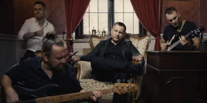 """""""Obłędne błędy"""" już na YouTube! Zobacz drugi klip Pawła Pilichowicza [WIDEO] - Zdjęcie główne"""