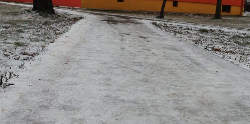 Uwaga na zamarzanie dróg i chodników - Zdjęcie główne