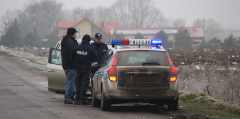 Tajemnicza śmierć pod Szczawinem: w rowie znaleziono zwłoki - Zdjęcie główne