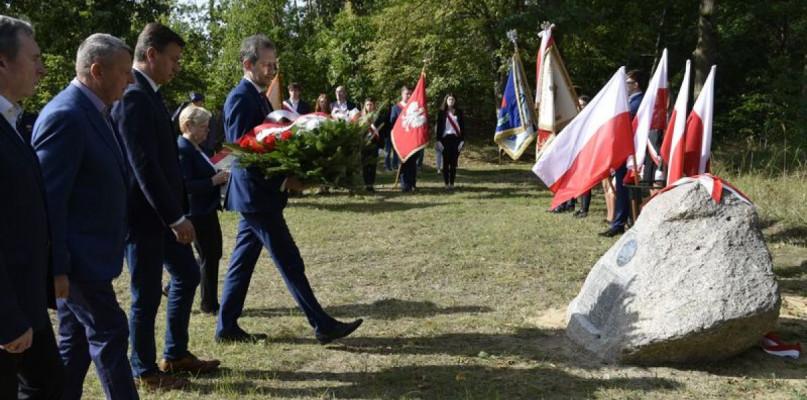 Odsłonięcie obelisku poświęconego ofiarom Zbrodni Katyńskiej - Zdjęcie główne