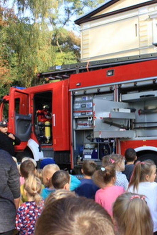 Próbna ewakuacja w Szkole Podstawowej w Lucieniu - Zdjęcie główne