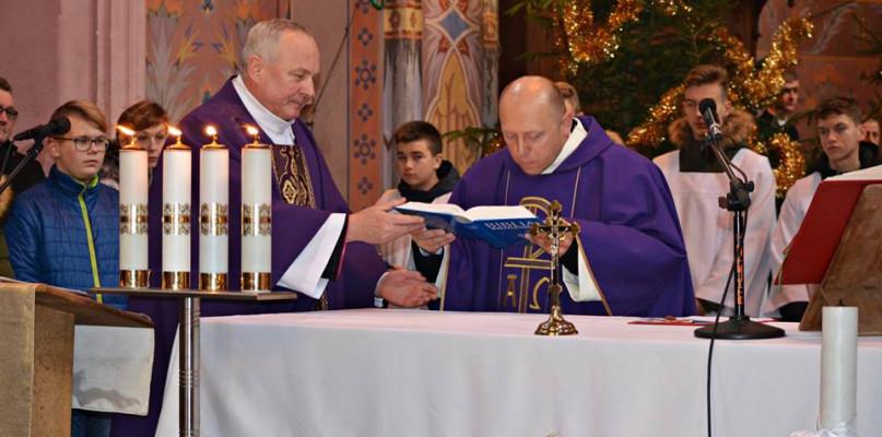 Parafianie powitali nowego proboszcza [FOTO] - Zdjęcie główne