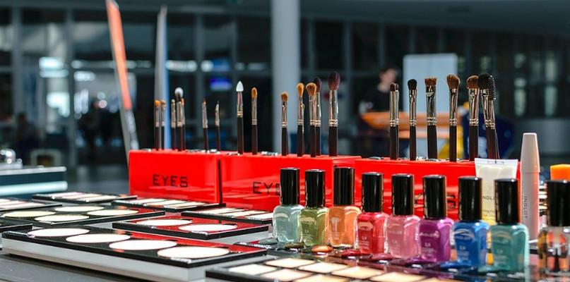 Co warto kupić w HEBE: Najlepsze kosmetyki w przystępnych cenach - Zdjęcie główne