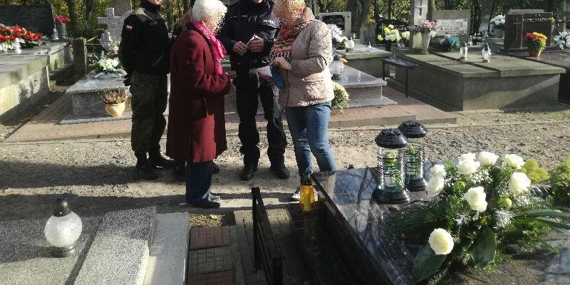 Wzmożone patrole na cmentarzu  - Zdjęcie główne
