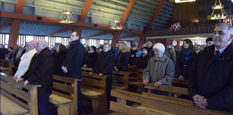 Ilu z nas chodzi do kościoła? Zobacz oficjalne statystyki dla diecezji płockiej - Zdjęcie główne