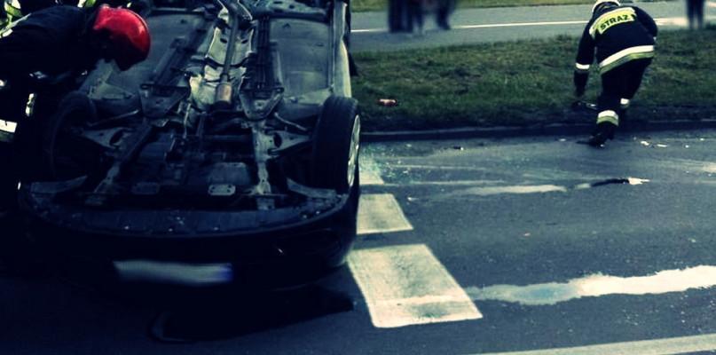 """Wiadomo czyje auto, lecz """"kto kierowcą był""""? - Zdjęcie główne"""