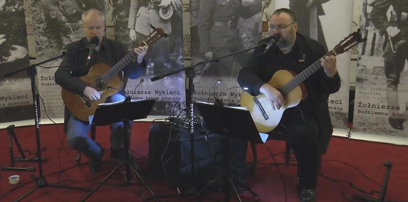Zagrali ku pamięci Żołnierzy Niezłomnych - Zdjęcie główne