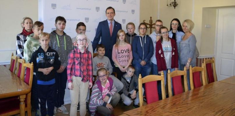 Uczniowie Specjalnego Ośrodka Szkolno-Wychowawczego z wizytą u Burmistrza - Zdjęcie główne