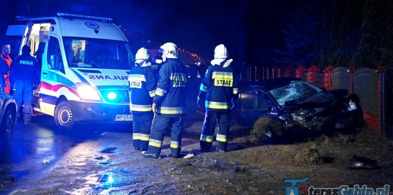 Wypadek na drodze wojewódzkiej, 3 osoby ranne [ZDJĘCIA] - Zdjęcie główne