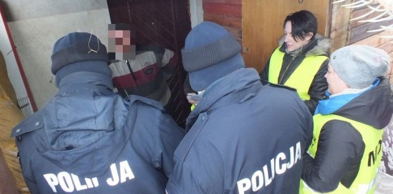 Był uwięziony we własnym domu - uratowała go policja - Zdjęcie główne