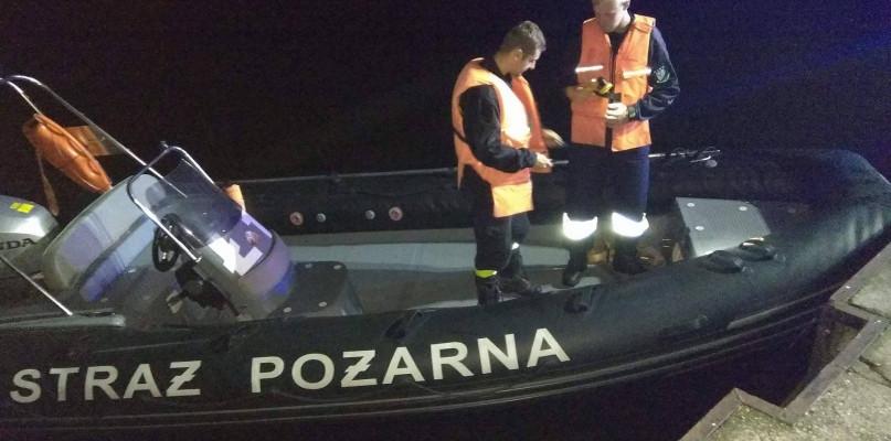 """""""Miejscowy ananas"""" w tarapatach. Pijany pływał łodzią po rzece - Zdjęcie główne"""