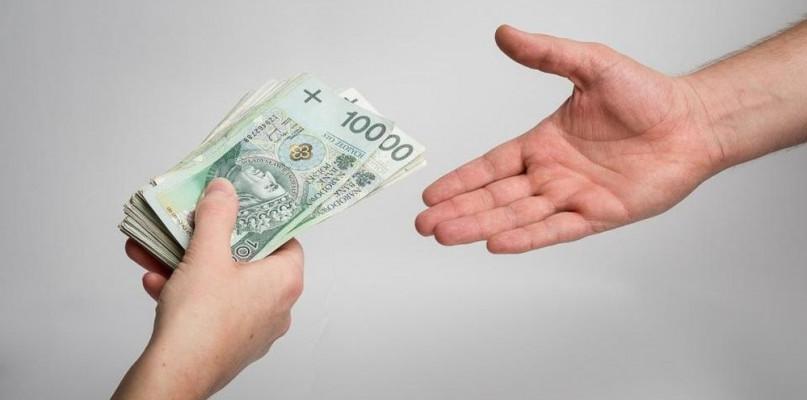 Nowe dane GUS o przeciętnej pensji w Polsce. Zarabiasz tyle? - Zdjęcie główne
