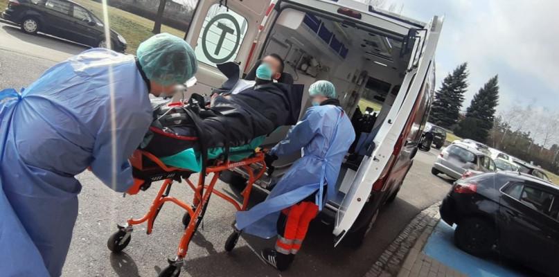 Nie żyje osoba zakażona koronawirusem - Zdjęcie główne