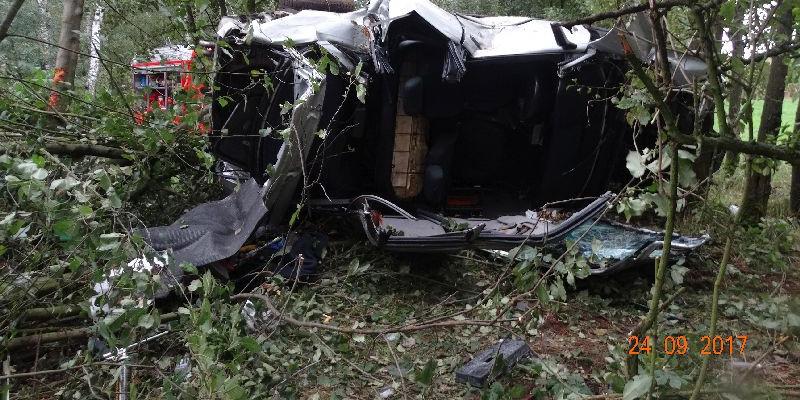 Dachowanie pod Szczawinem: kierowca zginął na miejscu [ZDJĘCIA] - Zdjęcie główne