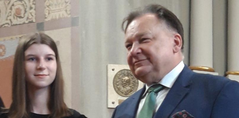 """Uczennica """"Jedynki"""" ze stypendium marszałka - Zdjęcie główne"""