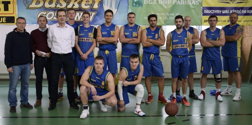 [ZDJĘCIA] Basket Gostynin ze zwycięskim pucharem  - Zdjęcie główne