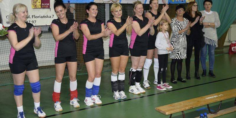 Mistrzostwa Gostynina w siatkówce: Nauczycielki zakończyły karierę - Zdjęcie główne