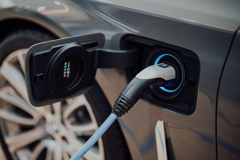 Połowa firm w Polsce może mieć już za trzy lata co najmniej jedno elektryczne auto - Zdjęcie główne