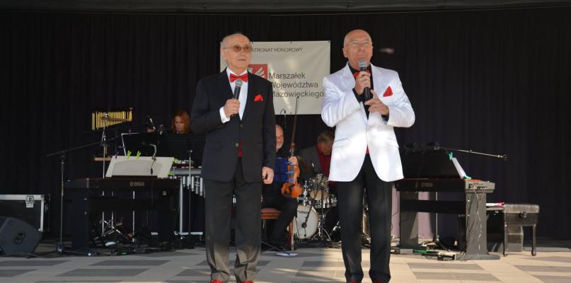 """""""Śpiewające fortepiany"""" zagrały w Sannikach - Zdjęcie główne"""