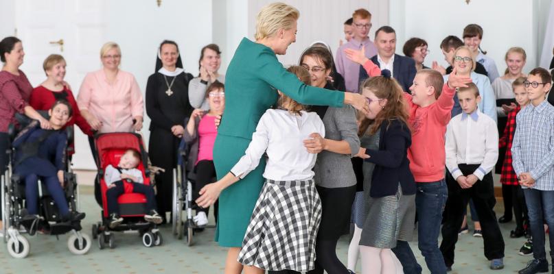 Podopieczni Specjalnego Ośrodka Wychowawczego z Mocarzewa odwiedzili Pierwszą Damę - Zdjęcie główne