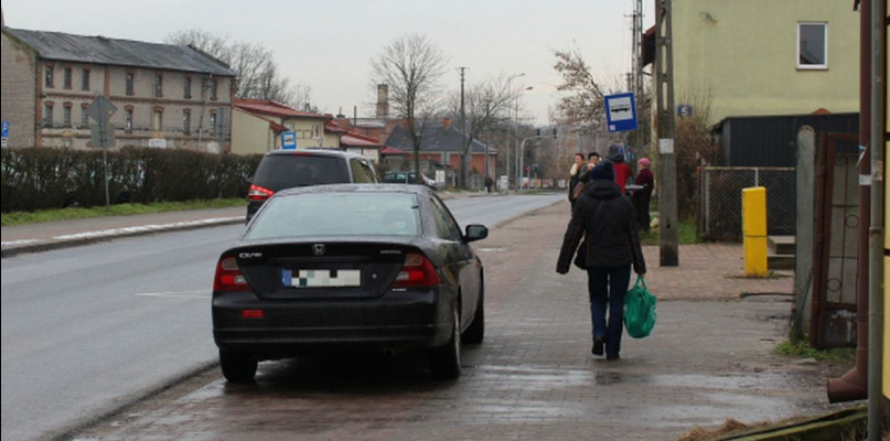 Koniec z parkowaniem na chodnikach? Żądają zaostrzenia przepisów  - Zdjęcie główne
