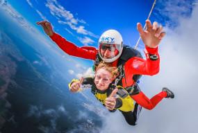 Skok spadochronowy w tandemie – poczuj podniebne emocje! - Zdjęcie główne