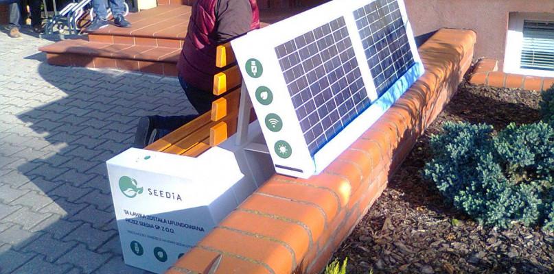 Ławka solarna już w Gostyninie. Będą kolejne - Zdjęcie główne