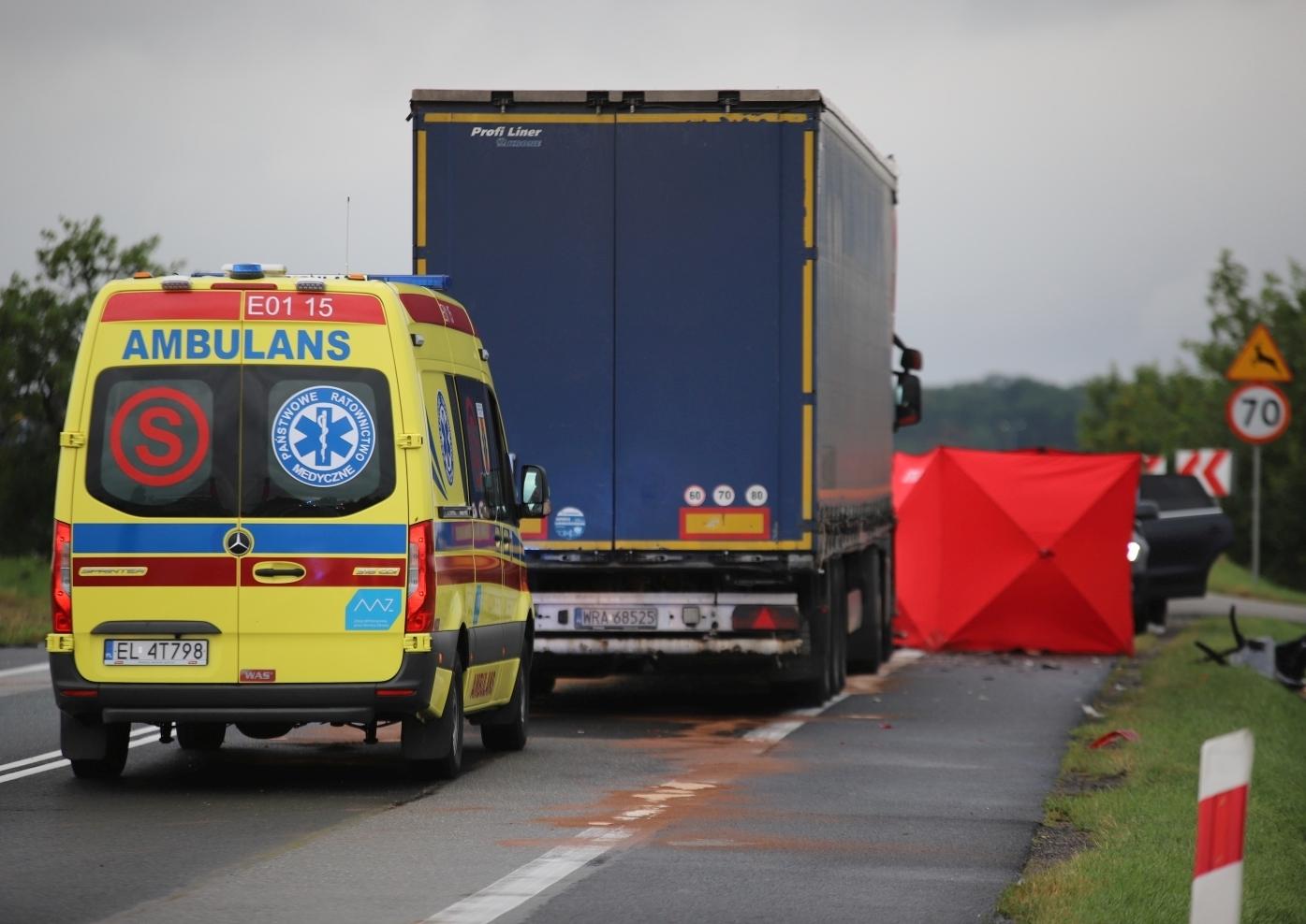 Śmiertelny wypadek na DK 92 między Kutnem a Łowiczem. Droga całkowicie zablokowana - Zdjęcie główne