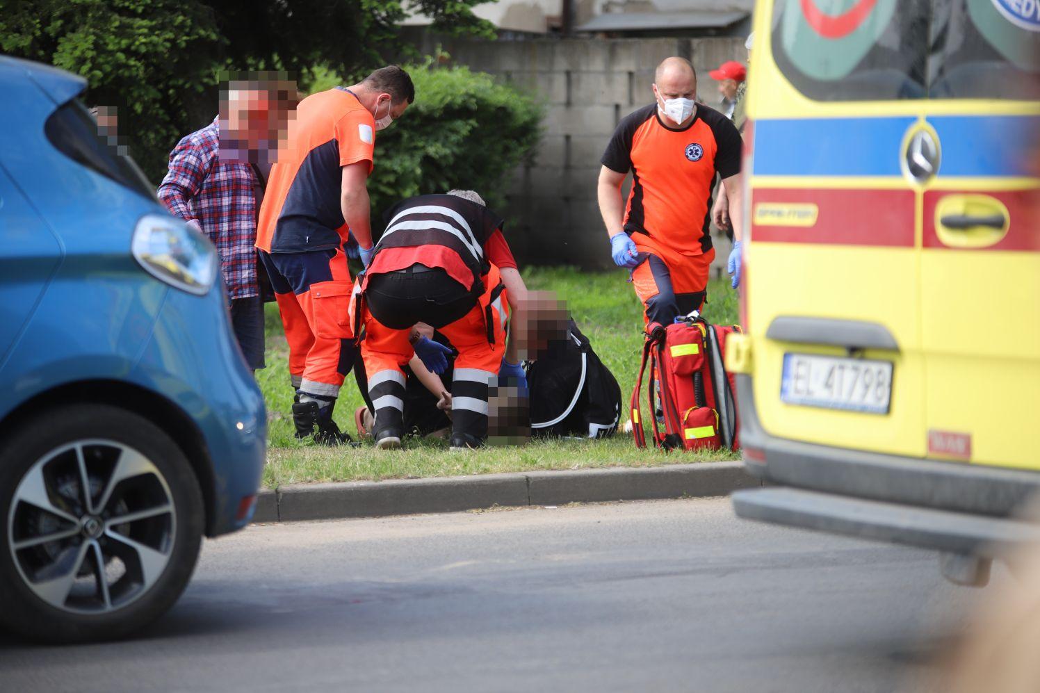Dziecko potrącone przez samochód niedaleko kutnowskiej targowicy [ZDJĘCIA] - Zdjęcie główne