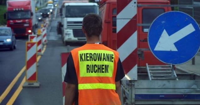 Pijany Ukrainiec kierował ruchem na drodze krajowej między Kutnem a Płockiem - Zdjęcie główne