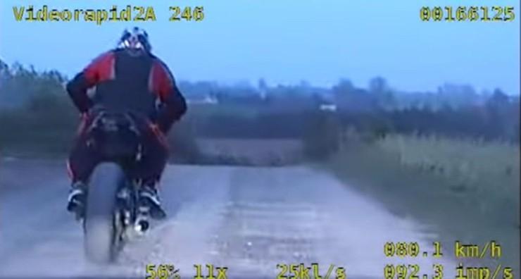 Nieletni uciekał motocyklem przed policją. Gdy go złapali okazało się, że... - Zdjęcie główne