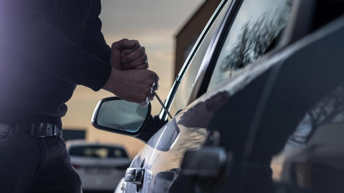 Kolejna kradzież samochodu na kutnowskim osiedlu! W nocy zniknął z parkingu - Zdjęcie główne