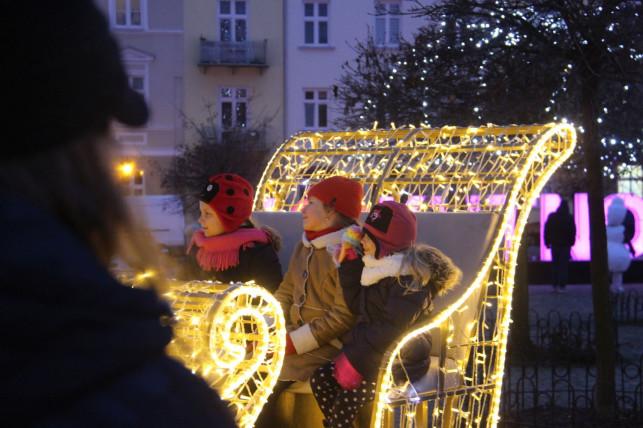[ZDJĘCIA/WIDEO] Moc świątecznych atrakcji. Tłumy rodzin w centrum - Zdjęcie główne