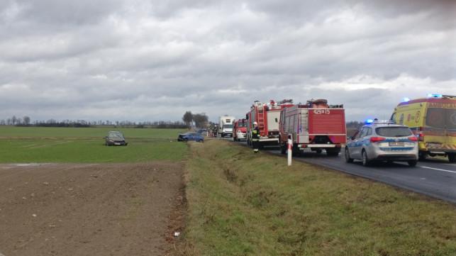 [PILNE/ZDJĘCIA]/WIDEO] Poważny wypadek pod Kutnem - 5 osób rannych w tym dwoje dzieci! - Zdjęcie główne