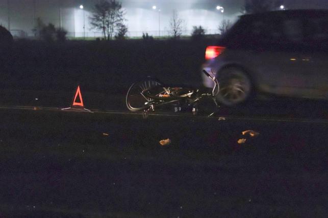 Prowadził rower, wpadł pod koła osobówki. LPR w akcji - Zdjęcie główne