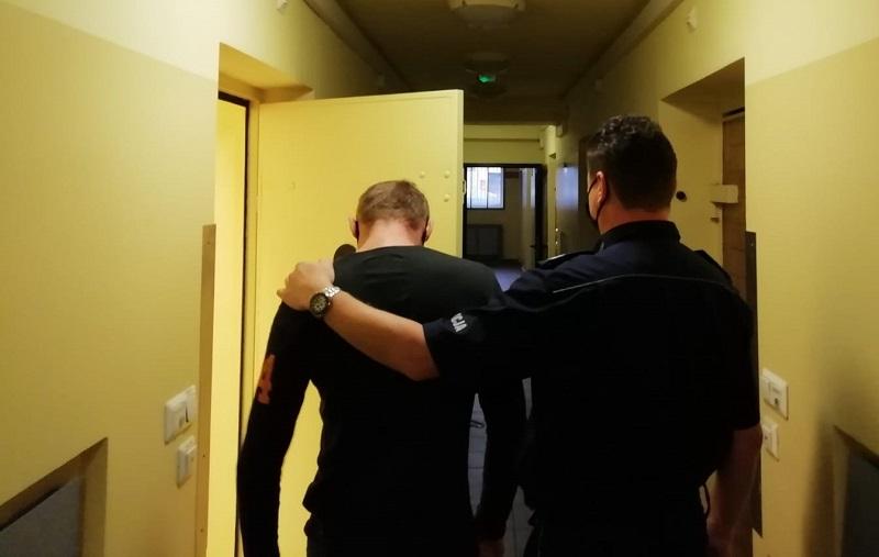 [FOTO] Kolejni włamywacze w rękach kutnowskiej policji. Jeden był poszukiwany - Zdjęcie główne