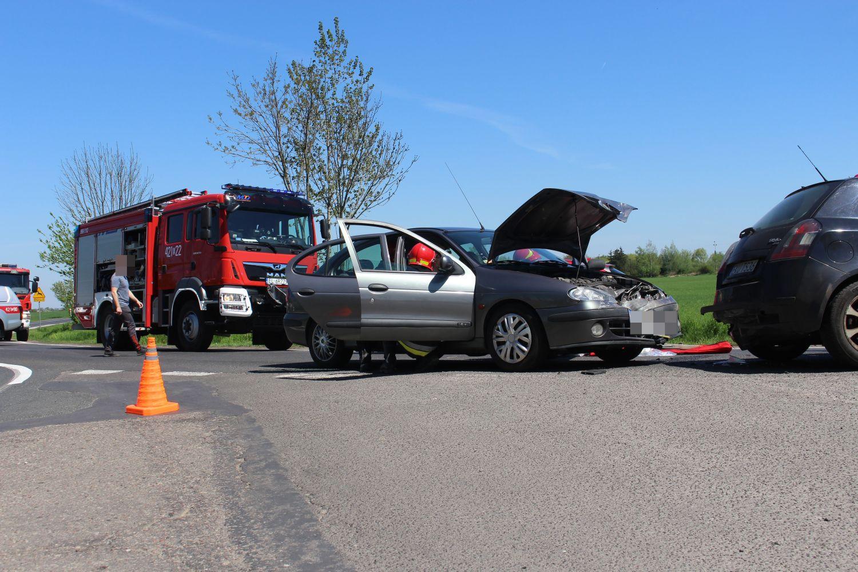 Kraksa z udziałem trzech samochodów pod Kutnem. Są utrudnienia w ruchu [ZDJĘCIA] - Zdjęcie główne