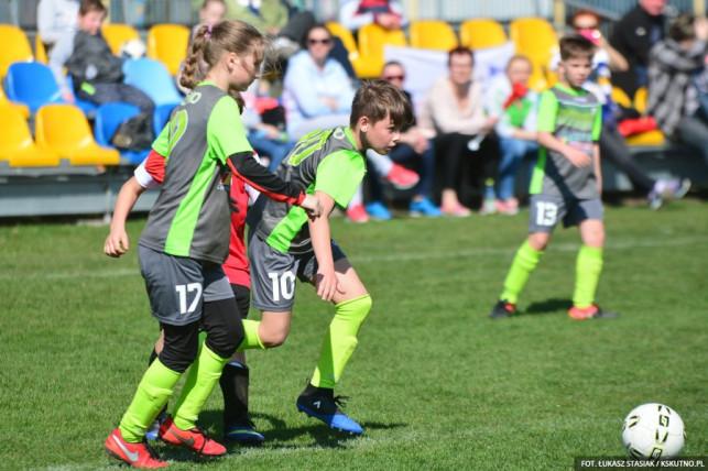 Młodzi piłkarze KS Kutno ze wsparciem Polfarmex S.A. - Zdjęcie główne