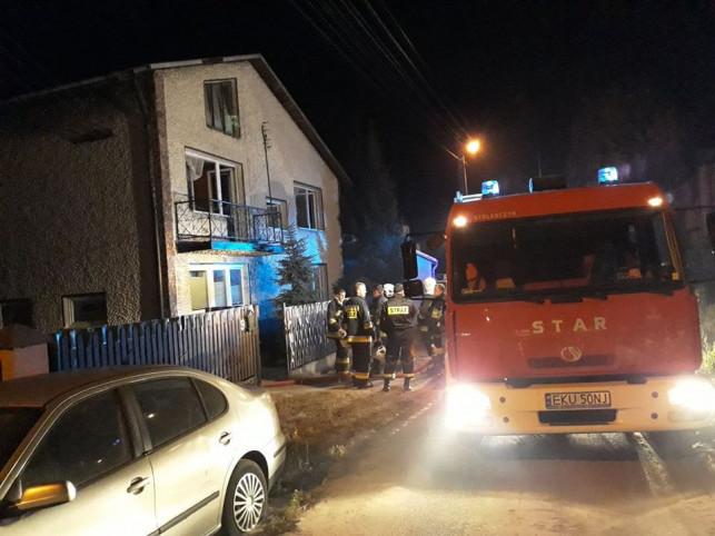 Dom mieszkalny stanął w płomieniach - podpalili go włamywacze? - Zdjęcie główne