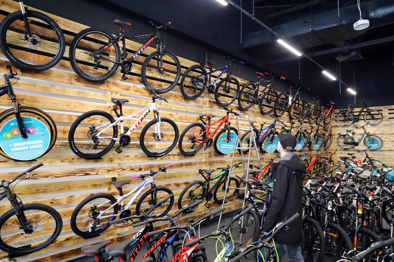 Rowerowy zawrót głowy. W Kutnie otworzył się nowy sklep: to istny raj dla cyklistów! - Zdjęcie główne