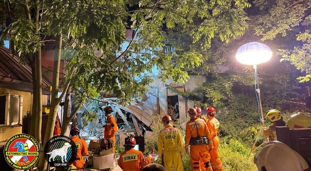 W centrum Gostynina zawalił się budynek. W akcji kilkudziesięciu strażaków i pies ratowniczy [ZDJĘCIA] - Zdjęcie główne