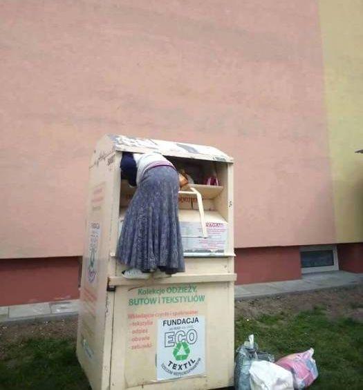 Oznaka ubóstwa czy kradzież? Podbierają używaną odzież! - Zdjęcie główne