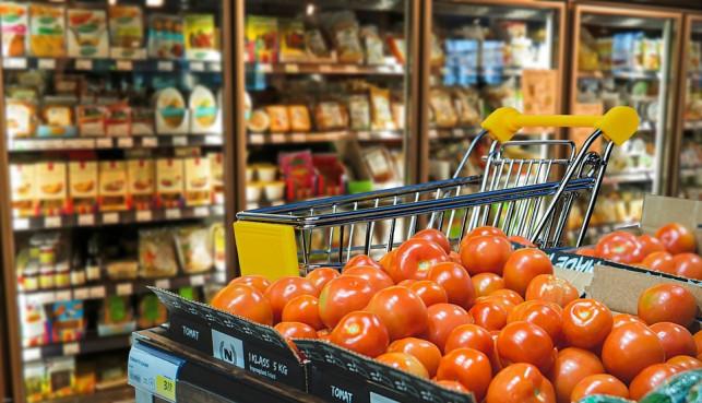 Zatłoczone markety, pustoszejące półki: sklepy będę zamknięte przez koronawirusa? Minister wyjaśnia - Zdjęcie główne