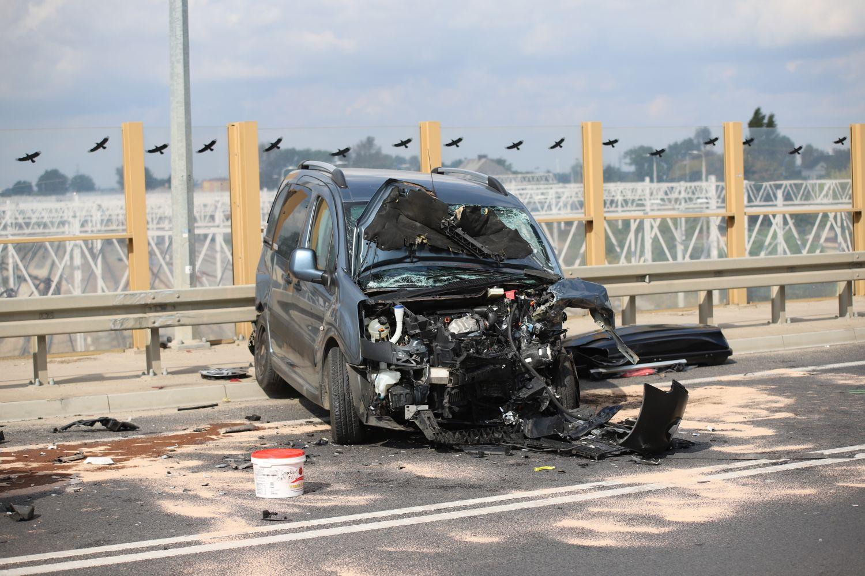 Sprawca pod wpływem? Policja komentuje poważny wypadek na kutnowskim wiadukcie [ZDJĘCIA] - Zdjęcie główne