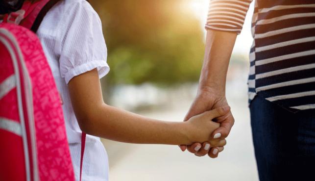 Tym rodzicom od września przysługuje dodatkowy zasiłek. Powodem koronawirus - Zdjęcie główne