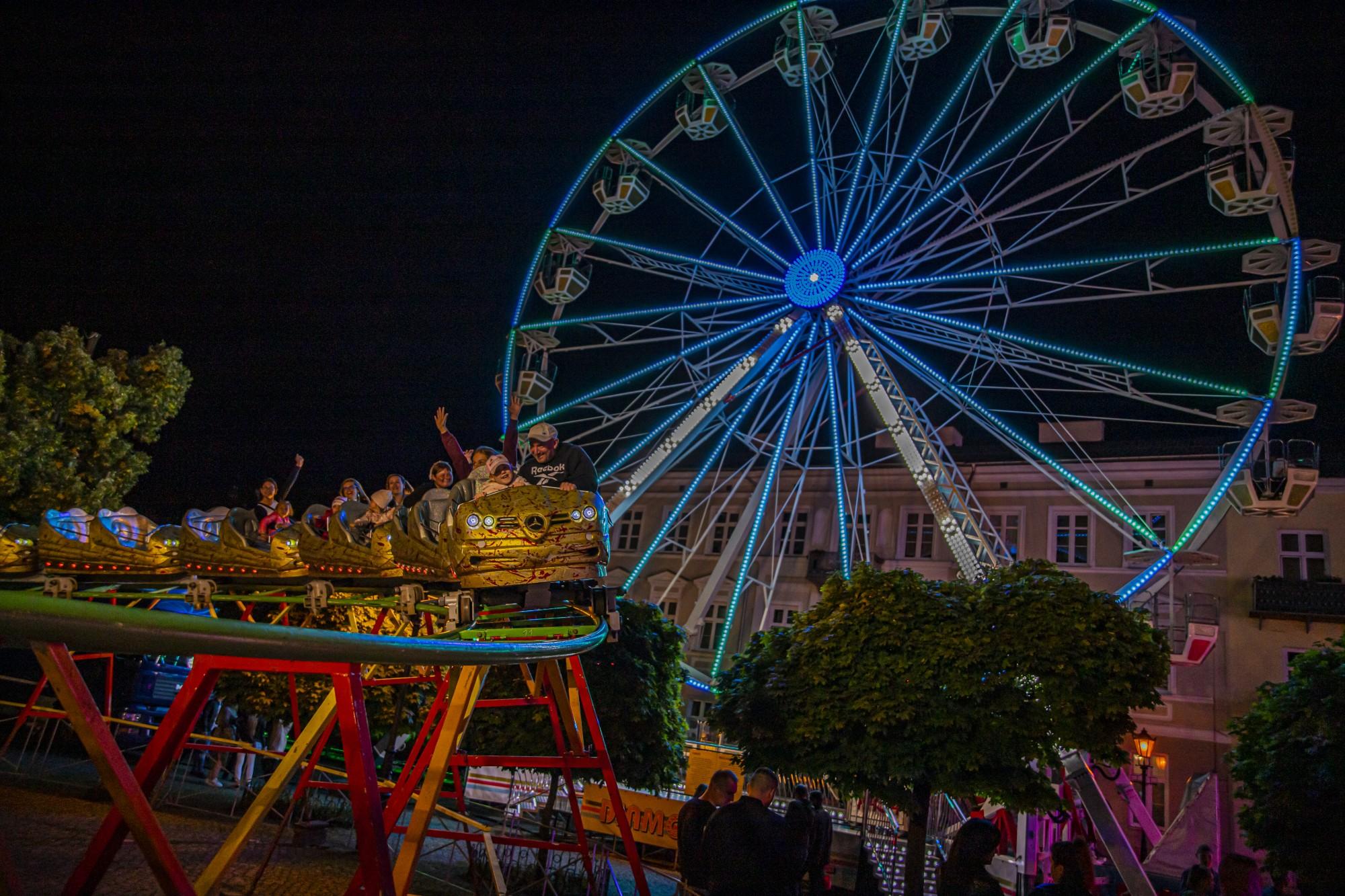 Nocą lunapark ma najlepszy klimat! Zobacz naszą galerię [ZDJĘCIA/WIDEO] - Zdjęcie główne