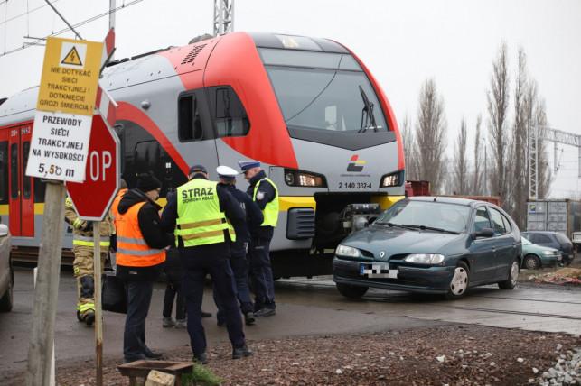Niedawno samochód wjechał tam pod pociąg. Poseł alarmuje ministerstwo - Zdjęcie główne