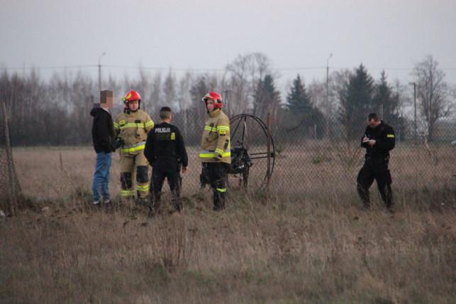 [FOTO] Wypadek paralotniarza w Kutnie i śledztwo Komisji Badań Wypadków Lotniczych. Dlaczego paralotnia runęła na ziemię?  - Zdjęcie główne