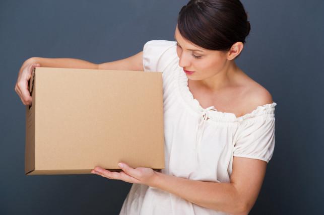 Jak w bezpieczny sposób odebrać paczkę od kuriera? - Zdjęcie główne